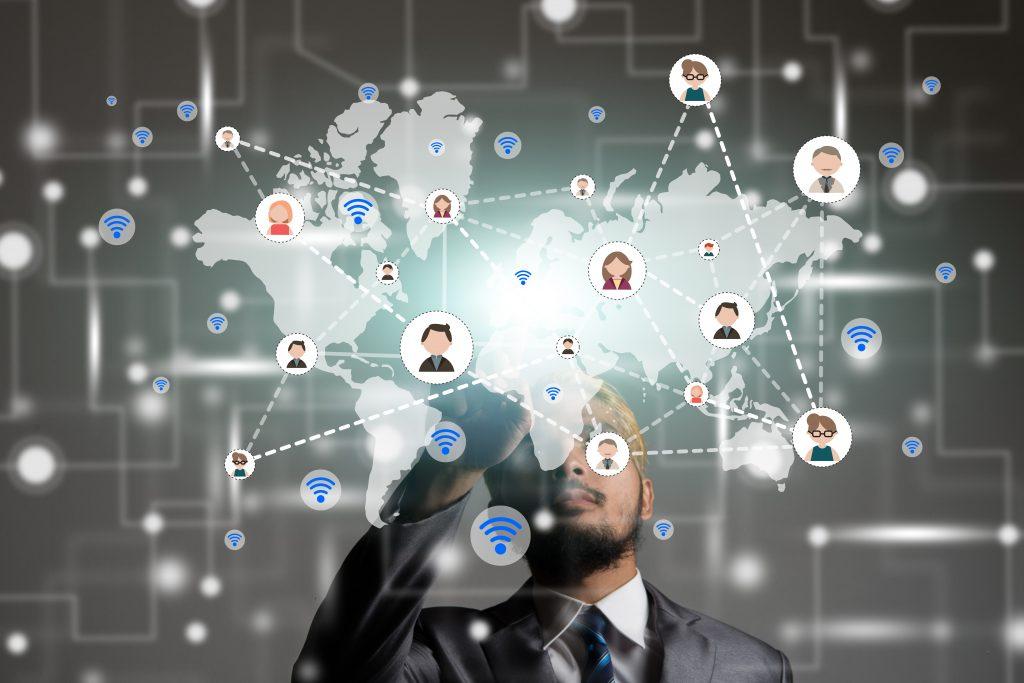 خدمة وسائل التواصل الاجتماعي في عمليات التسويق الإلكتروني للشركات
