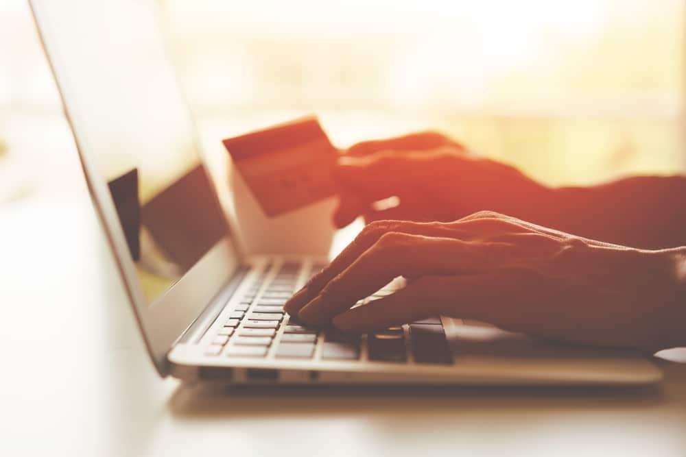 كيفية تسويق المنتجات عبر الانترنت 2021 دليلك الشامل